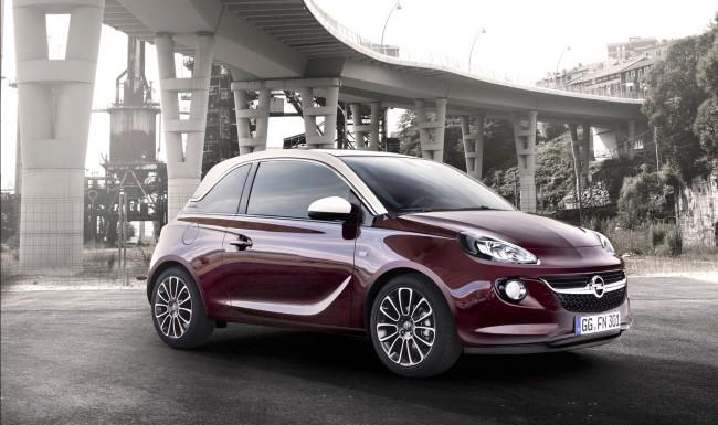 Der Opel Adam ist ab 11.900 Euro erhältlich, das Intellilink-System mit 7 Zoll-Bildschirm gibt es bereits für 300 Euro Aufpreis.