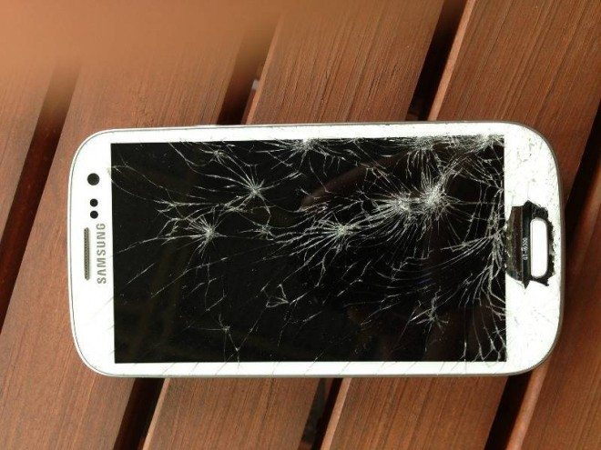 s3_cracked_phone