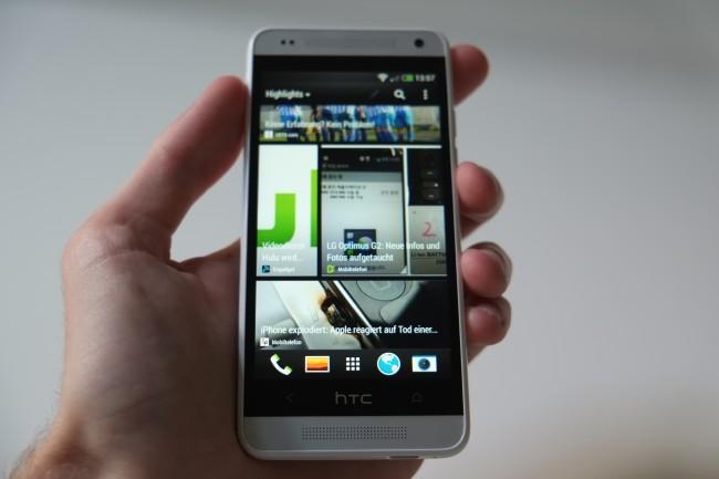 Der ikonische Blinkfeed ist ebenfalls dabei. Wie beim HTC One läuft auch hier Android 4.2.2 mit Sense 5, künftige Updates sollen zeitgleich ausgerollt werden.