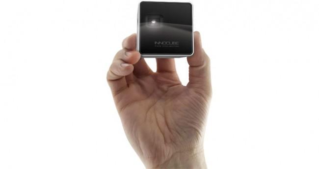 Der Projektor verfügt zwar über eine Audio-Ausgabe, aber die können Sie getrost ignorieren. Für den optimalen Klang gibt es geeignetere Geräte.
