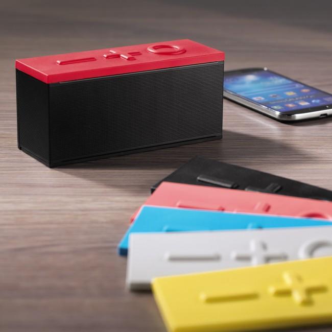 Der drahtloser Bluetooth-Stereo-Lautsprecher von Hama kommt mit stylischen Wechselcovern in sechs verschiedenen Farben (Foto: Hama)