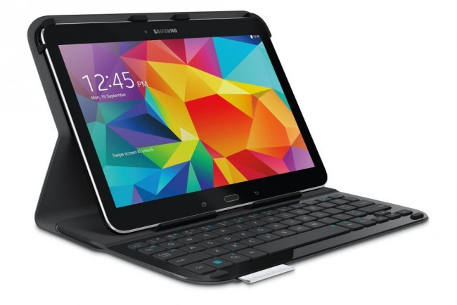 Die Hülle dient als Halterung für das aufrecht stehende Tablet, während du bequem auf der Bluetooth-Tastatur schreibst. (Foto: Logitech)