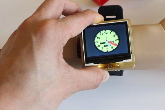 Forscher der Uni in Pittsburgh fanden eine Methode, Smartwatches in Zukunft einfacher zu bedienen. (Foto: Gierad Laput)