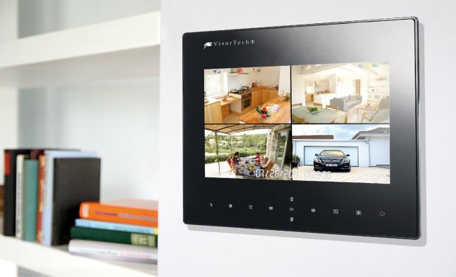 Bis zu vier Kameras kannst du auf diesem Monitor im Blick haben (Foto: Pearl)