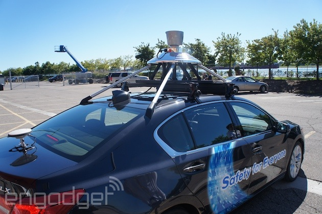 Ähnlich wie bei den Google-Fahrzeugen ist auch auf dem Acura TLX eine Sensor-Einheit auf dem Dach montiert. (Foto: Engadget)