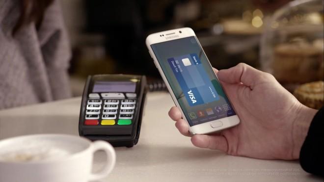 """Der Dienst """"Samsung Pay"""" unterstützt für das Übertragen der Zahlungsinformationen nicht nur die NFC-Technik, sondern kann auch mit dem Smartphone einen Magnetstreifen emulieren. (Foto: Samsung)"""