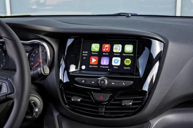 Dank Android Auto und CarPlay lassen sich ausgewählte Smartphone-Apps über den berührungsempfindlichen Bildschirm des Bordcomputers bedienen. (Foto: © GM Company)