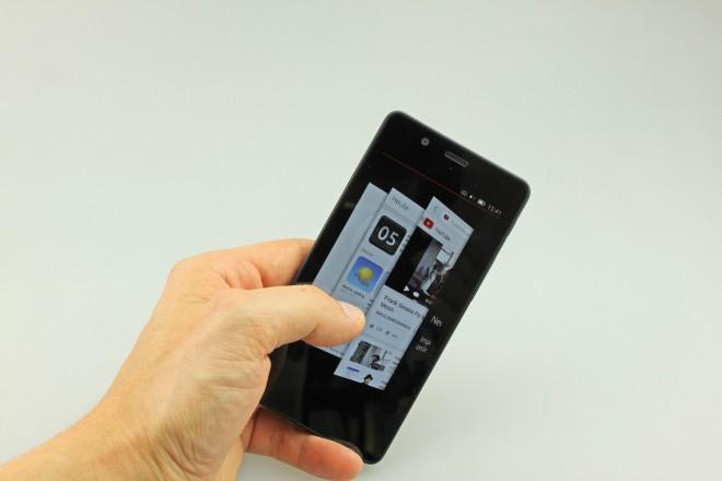 """Kommt der Finger von rechts, kann man sich durch einen Fächer mit """"Seiten"""" suchen, also sowohl Scopes als auch Apps."""