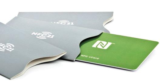 NFC-Visitenkarten gibt es in Ausführungen aus Pappe und aus Kunststoff.