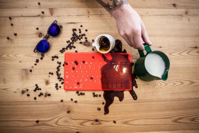 Logitech_keys_to_go_coffee