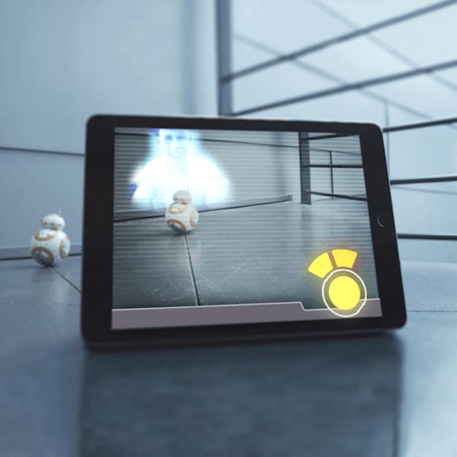 Wie seine Vorbilder im Film nimmt BB-8 auch Hologramme auf und gibt sie wieder - allerdings nur auf dem App-Bildschirm.