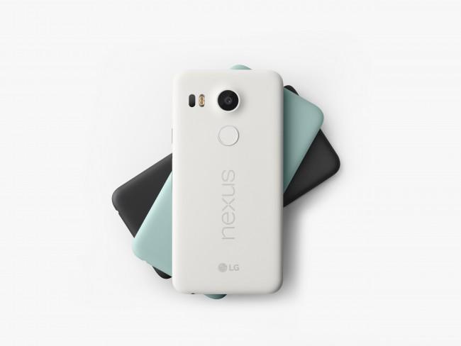 Das neue Google-Flaggschiff Nexus 5X hat den Fingerabdrucksensor auf der Rückseite, wo man ihn mit dem Zeigefinger der haltenden Hand erreicht.
