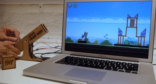 Der Controller ermöglicht das komfortable steuern der Steinschleuder. Foto: Youtube. com.