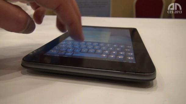 Auf dem Bild sind die Noppen des Touchscreens klar zu erkennen.