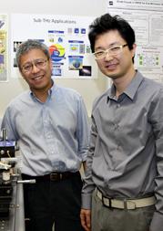 Links: Dr. Kenneth O, Direktor des Texas Analog Center of Excellence. Rechts: Dae Yeon Kim einer der Autoren des Forschungsberichtes.