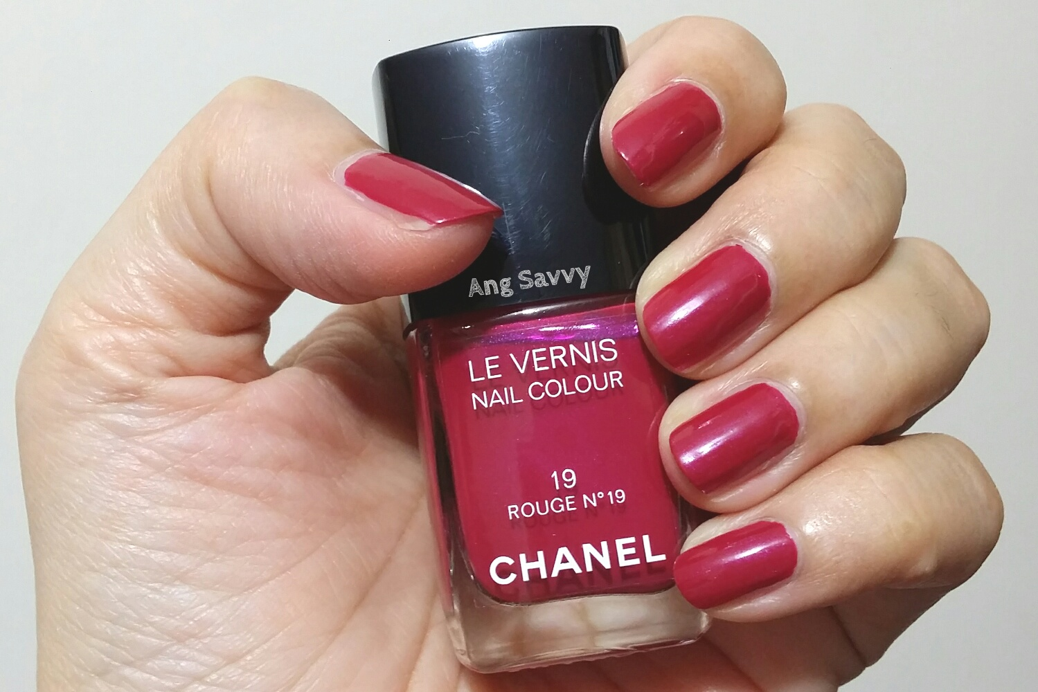 chanel rouge no 19 le vernis nail colour ang savvy. Black Bedroom Furniture Sets. Home Design Ideas