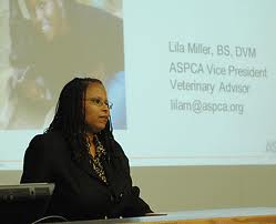 Lila Miller speaking at the Kansas State University College of Veterinary Medicine.