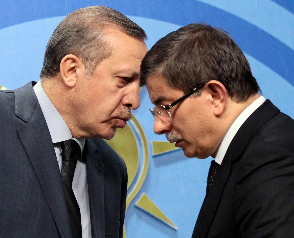 """Erdoğan ile Davutoğlu'nun arası """"açık"""" mı?"""