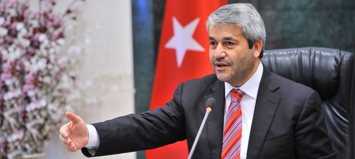 "AK Parti'li eski bakandan ""ezber bozan"" açıklamalar"