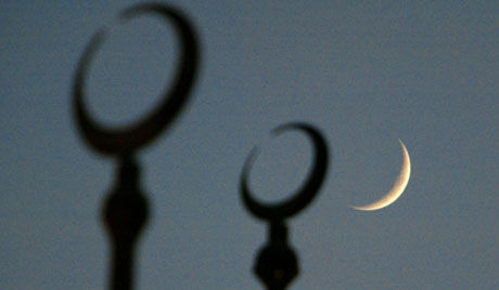 The moon seen behind the silloutte of the crescents on top of the dome of the Cultural Square Mosque, on the second evening of Ramadan, the Muslim holy month of fasting, in Sharjah, United Arab Emirates, Tuesday 28 October 2003 2003.  EPA/Jorge Ferrari