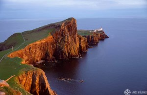 Watching the sunset at the Neist point Lighthouse is one of the top things to do on the Isle of Skye in Scotland