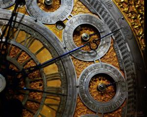 clock-time-wheel-calendar