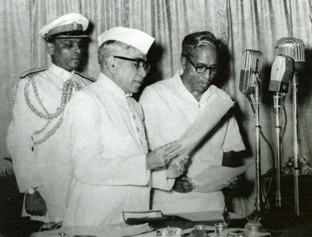 EMS Namboodiripad taking oath as the First Chief minister of Kerala. (Photo courtesy: Frontline)