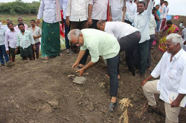 BV Raghavulu leading the cultivation of Dalits' land at Devarapalli