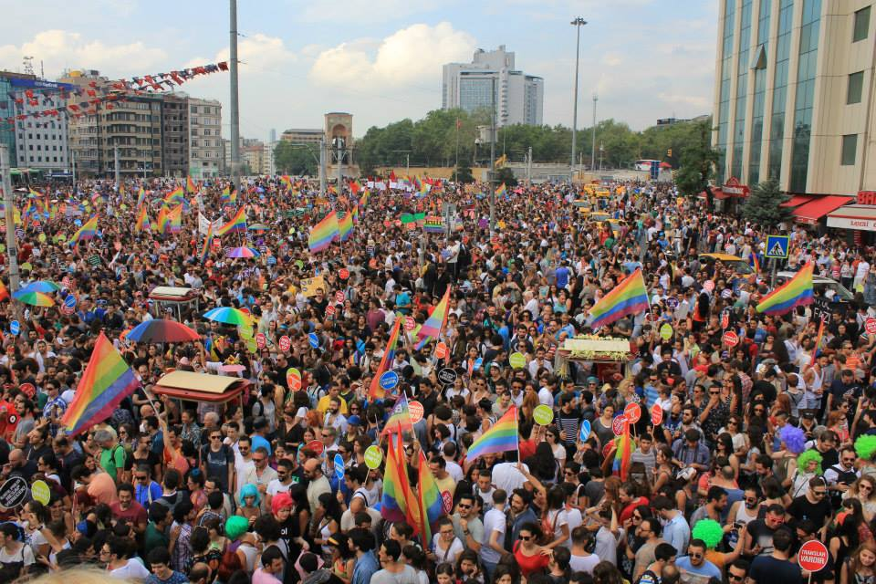 https://commons.wikimedia.org/wiki/File:Gay_pride_Istanbul_2013_-_Taksim_Square.jpg