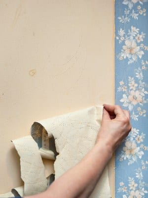How to Remove Old Wallpaper | ApartmentGuide.com