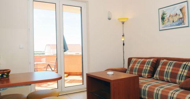 Apartment 2 (A-2+2)