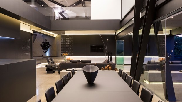 Dining table in Kloof Road House