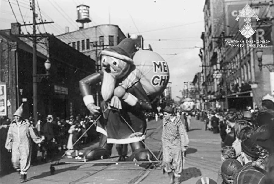 1940 Wheeling Christmas Parade. Eddie Martin Collection, Diocese of Wheeling-Charleston.