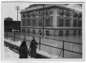 The B.&O. station under water. Photo by J.J. Young. Ohio County Public Library Archives.