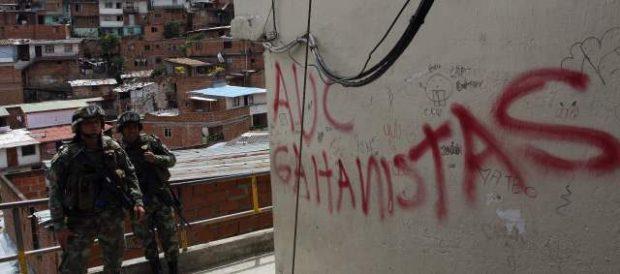 Foto: Portal El Colombiano/ Las Autodefensas Gaitanistas reclaman reconocimiento y un proceso de paz | En varios barrios de la comuna13 de Medellín