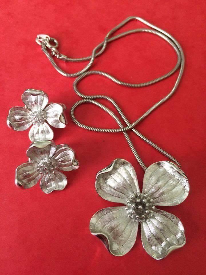 collana trifari fiore