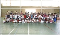 09 En Argamasilla de Calatrava 180 niños recogen sus diplomas como participantes en las escuelas deportivas de verano durante el acto de clausura