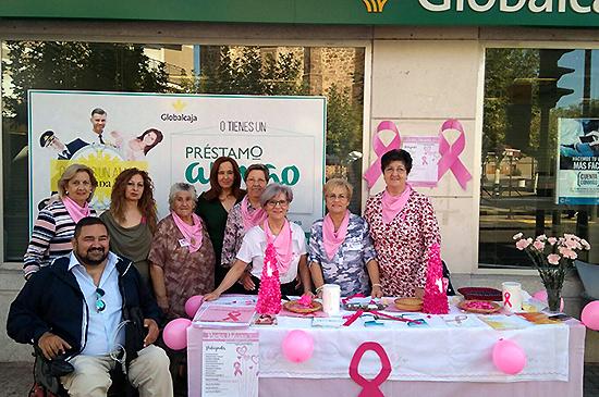 La alcaldesa hace entrega del donativo institucional a la Asociación 'Santa Águeda'