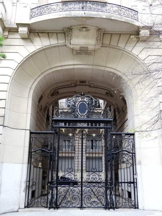 palacio-estrugamou-portico