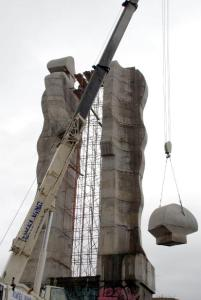 beheaded monument 201x300 'Ucube' Decapitated in Kars: 'Monument to Humanity' Demolition Underway