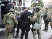 A SWAT team prepares to conduct door to door searches across the street from Baikar Association. (Photo by Nanore Barsoumian, The Armenian Weekly)