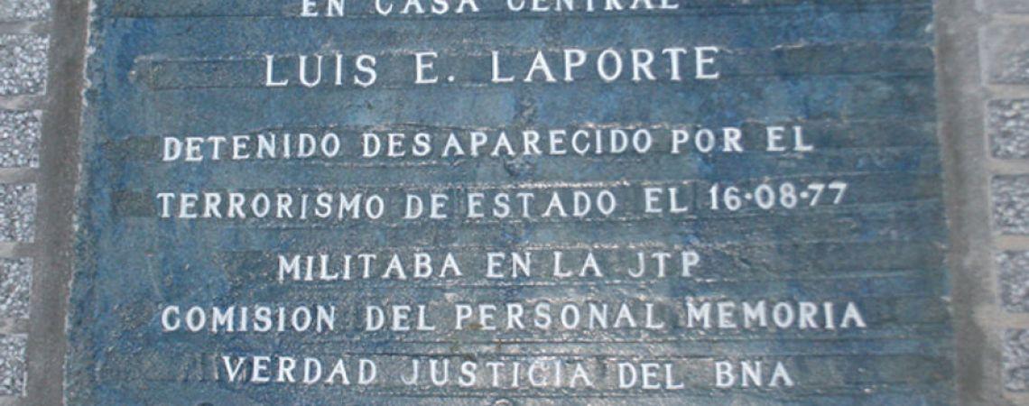 Marca de memoria. Baldosa en la Casa Cemtral del Banco de la Nación Argentina