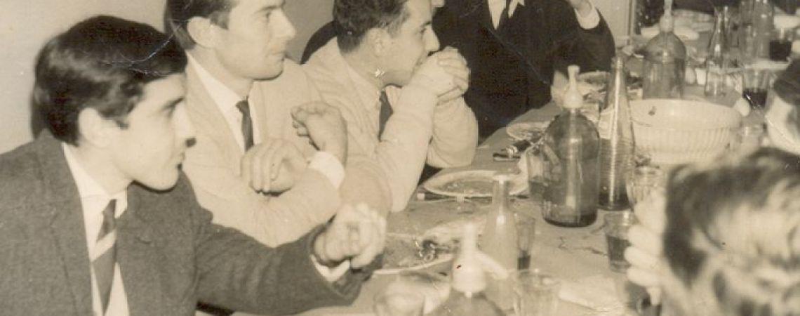 Cena con compañeros de la Sucursal Monte Grande. 1972
