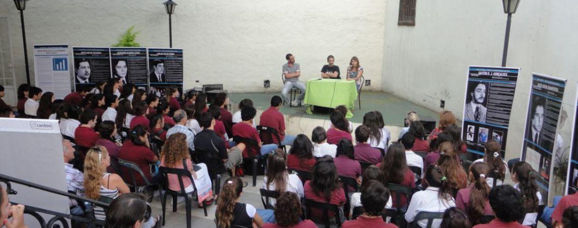 Muestra itinerante  del BNA con alumnos secundarios en Gualeguaychu