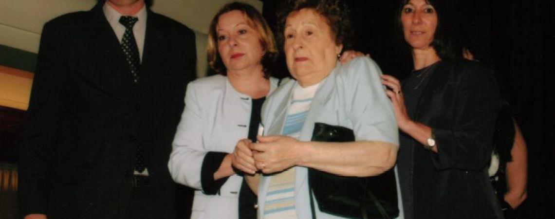 La madre de Juan Carlos recibe la medalla del BNA