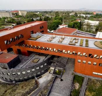 Edificio de Posgrado de la Facultad de Economía de la U.N.A.M. - Legorreta + Legorreta
