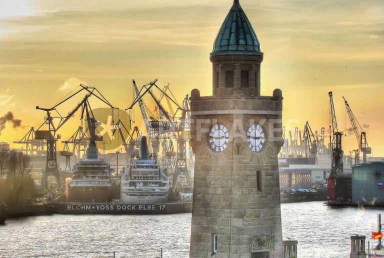 Landungsbrüken Hamburg - Benyamon | Artflakes