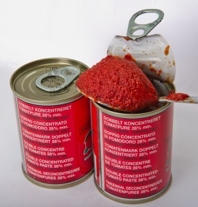 Tomato_purée_in_cans_-_multilingual