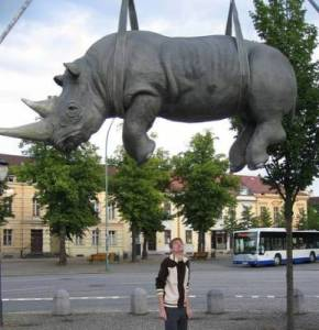 b2ap3_thumbnail_weird-statues-and-sculptures-around-the-world-4