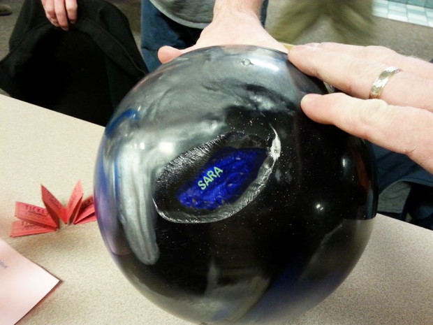 how to tell bowling ball weight